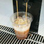 コンビニコーヒーの氷をほぐす店員が苦手【賛否両論】